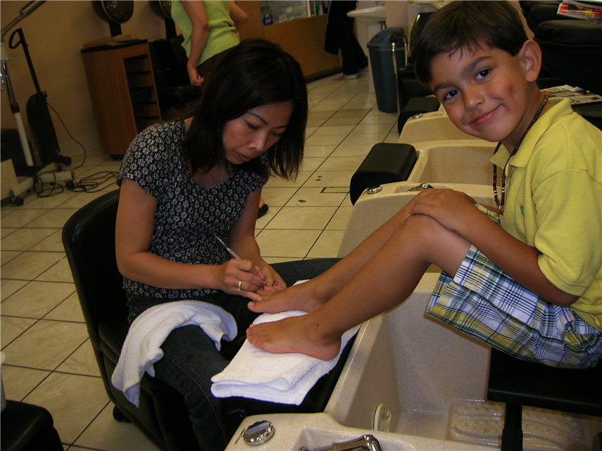 dd-getting-pedicure