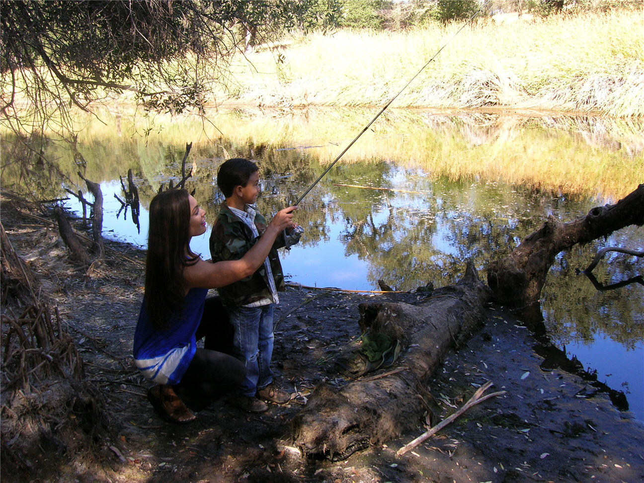 mommy-cat-and-dd-fishing-october-1-2009