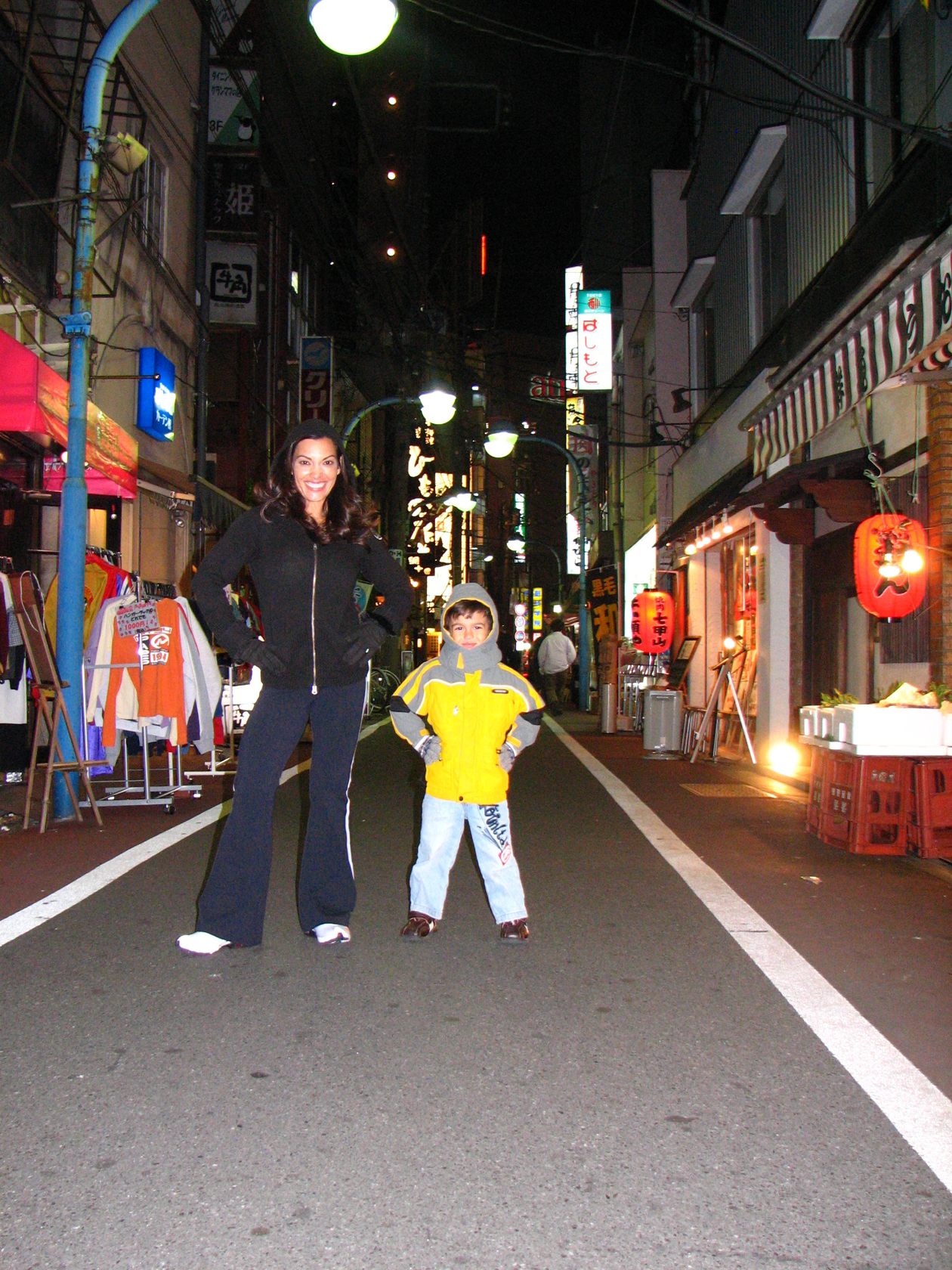 10_dec_2007_tokyo_street_ld_and_cat