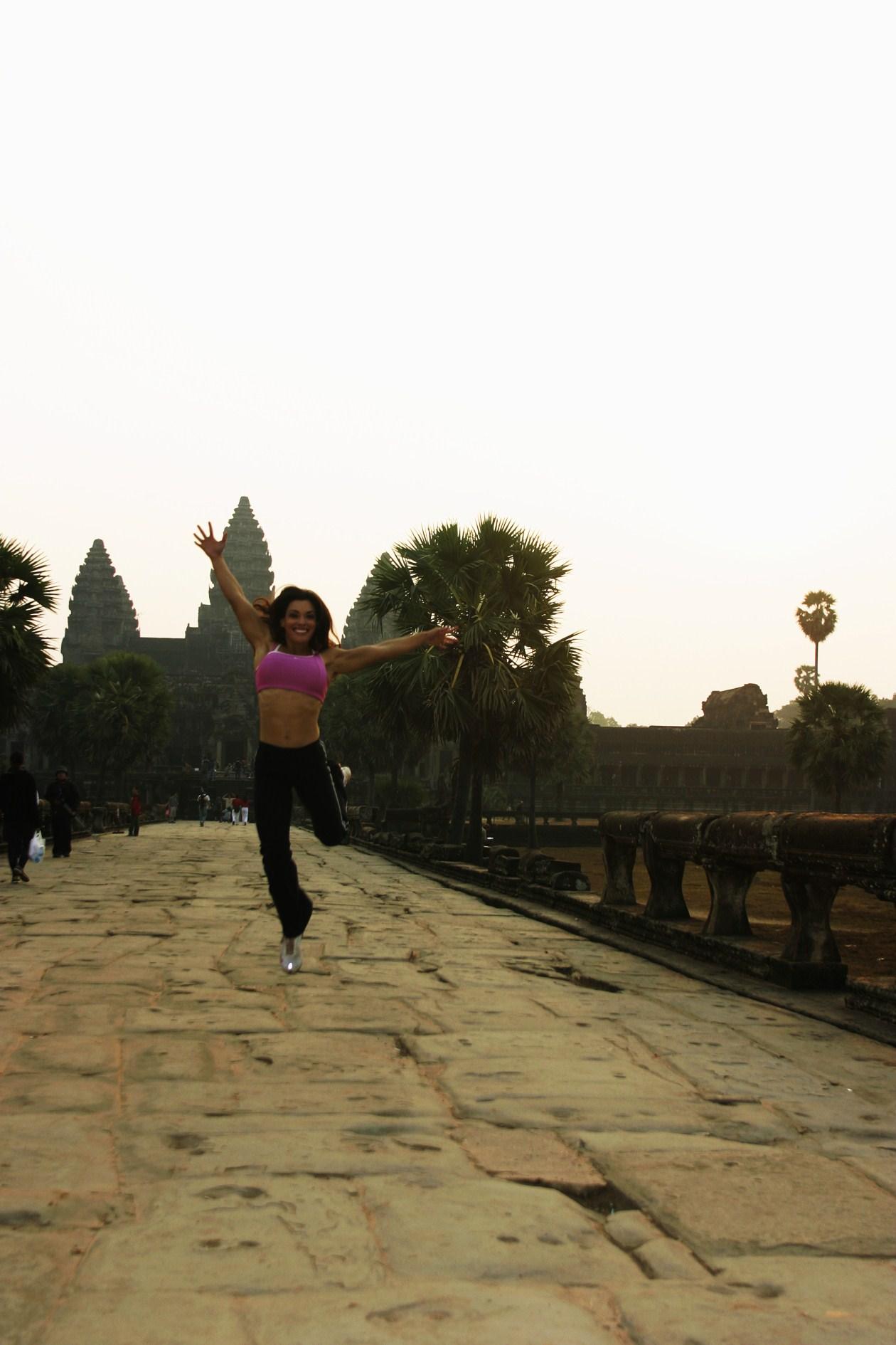 cambodia_angkor_wat_cat_jumping_early_at_sunrise_resiz