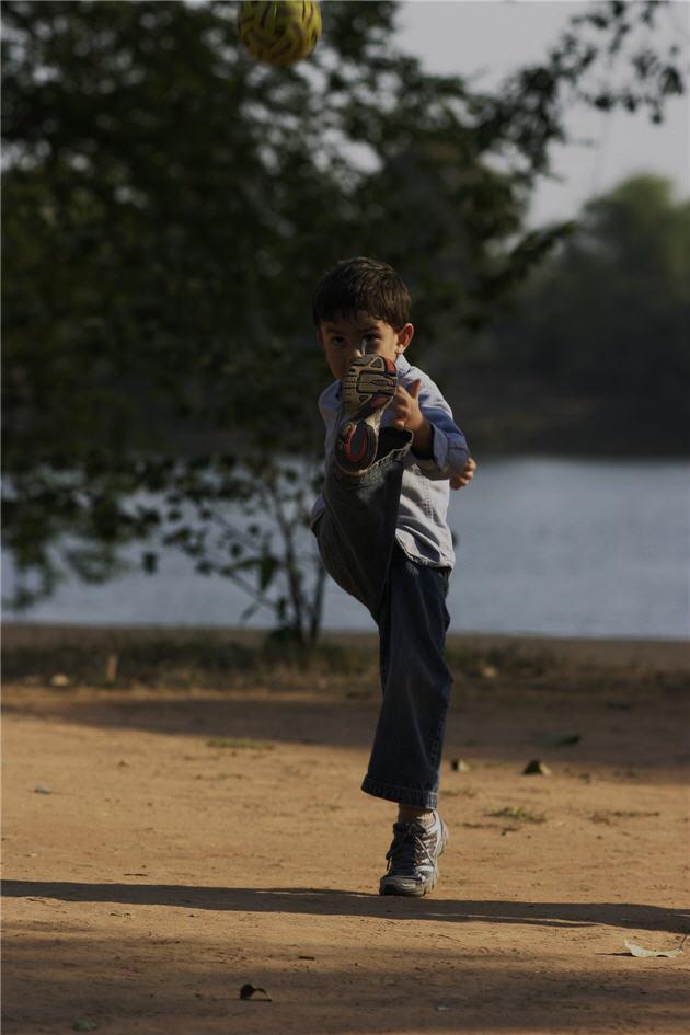 cambodia_feb_2008_ld_nice_kick__resized