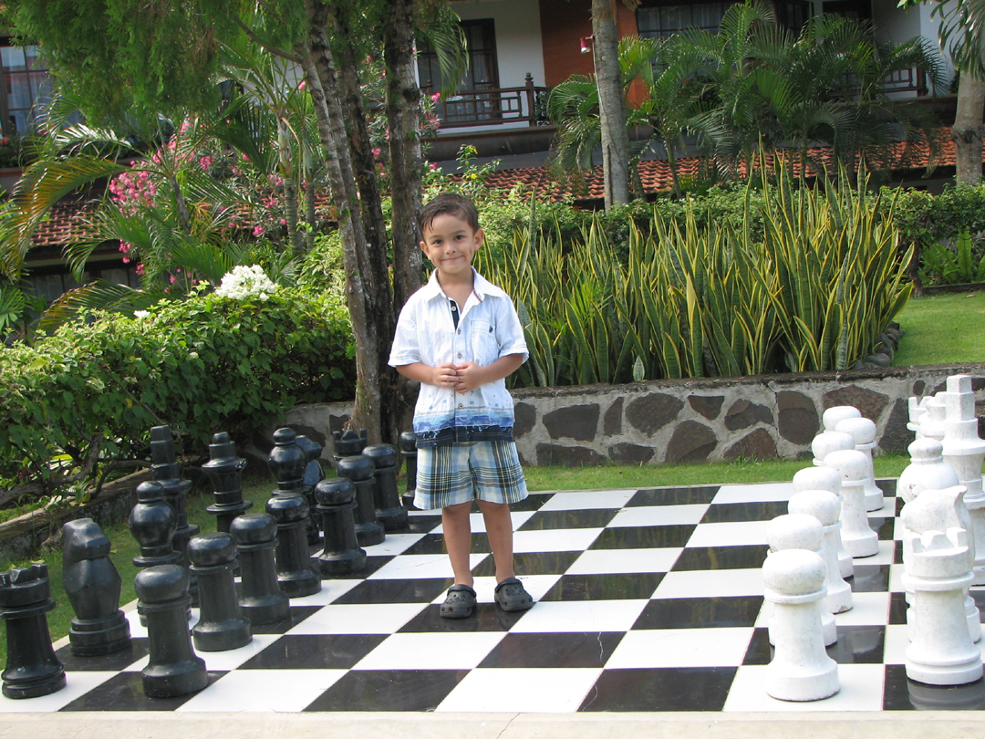 playing-chess-in-bali-indonesia